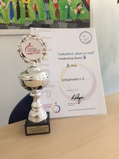 """Schlupfwinkel Team beim FriedensCup """"Bunt ist Cool"""" 2016"""