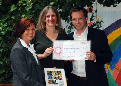 Madeleine Moden spendet 1.100 € für neue Gartenmöbel